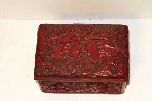 OLD 19TH CENTURY CHINESE CARVED CINNABAR LACQUER PEOPLE SCENE CARVED BOX