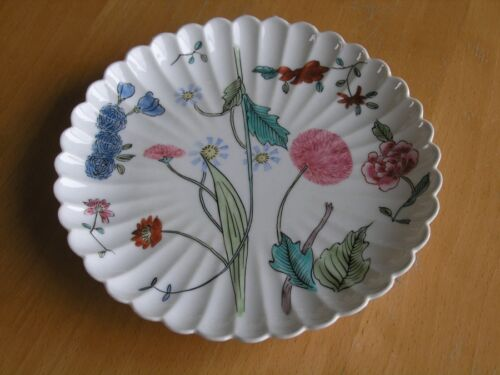 Antique Chinese Japanese Ribbed Floral Design Plate 36 ribs 2 blue rings on back