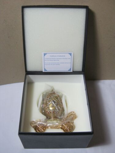Egg Musical Carriage Collectible with Box     T*
