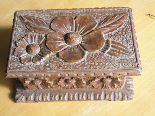 Antique Larger Tramp Art Folk Art Hand Carved Wooden Jewelry Trinket Box Floral