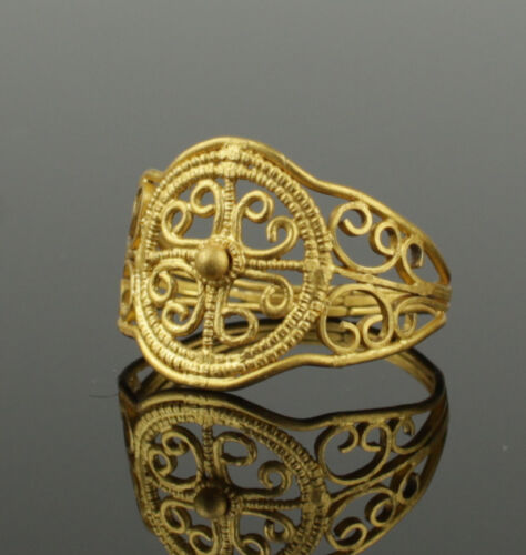 STUNNING ANCIENT ROMAN GOLD RING WITH CROSS DESIGN - CIRCA 2ND C AD