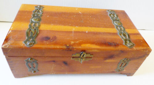 VTG CIRCA 1930'S TOBACO WOOD BOX METAL HARDWARE DECORATION TRINKET BOX CHEST
