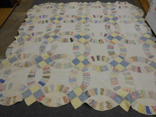 ANTIQUE  VINTAGE SCALLOPED  DOUBLE WEDDING RING  QUILT