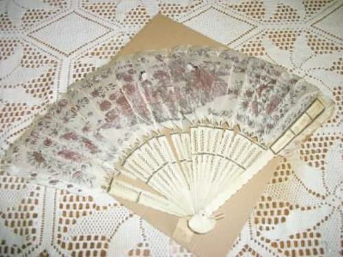 ANTIQUE CHIC CHINOISERIE CELLULOID FEATHER LADIES FAN GILT 1800s EXPORT SHABBY