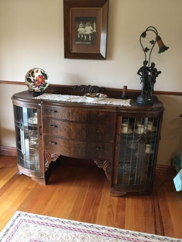 1920,s Oak Antique Sideboard. Beautiful Piece In Good Condition. $520 Mansfield