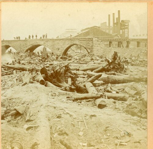 Johnstown Flood 1889: Bridge of Death; BW Kilburn C560
