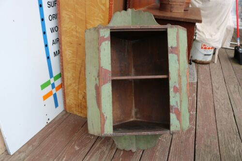 Nice ANTIQUE 19c COUNTRY CORNER WALL CABINET OLD GREEN PAINT NICELY SHAPED ENDS