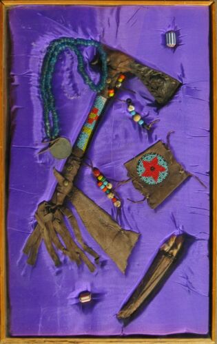 Native American Presentation Case w/ Old Tomahawk / Medallion / Beads / Pouch NR