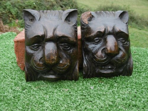 ANTIQUE PAIR OF 18thc GOTHIC WOODEN OAK CARVED LION HEAD CORBELS