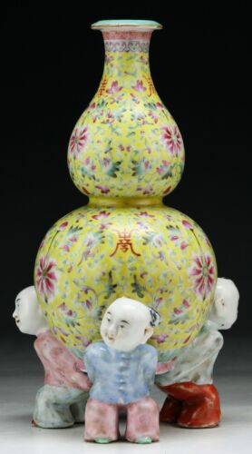A FINE & RARE IMPERIAL JIAQING PORCELAIN VASE