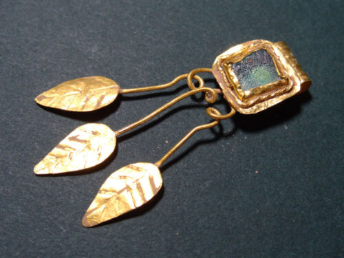 ANCIENT GOLD & GLASS PENDANT ROMAN 100-300 AD