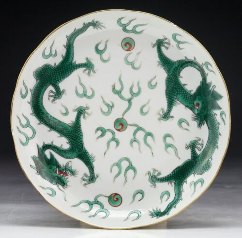 A CHINESE ANTIQUE GREEN GLAZED PORCELAIN PLATE