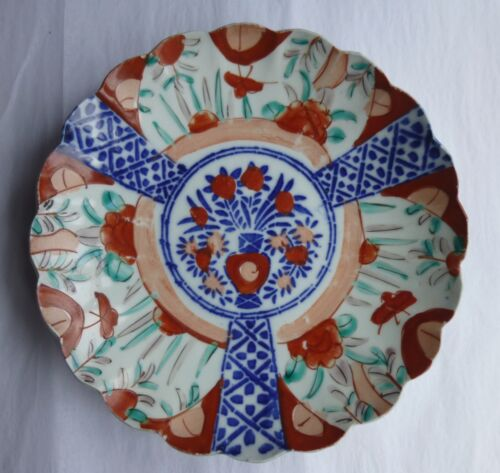 Japanese Imari plate, vase with flowers, Meiji period late 1800s-early 1900s