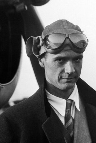 Howard Hughes Poster Aviator 24in x 36in