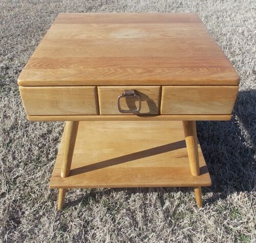 Mid Century Ash End Table / Side Table by Owasso  (BM-T219)