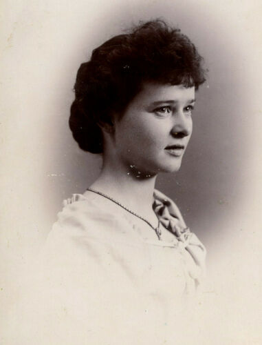 Antique Photo Cabinet Card YOUNG WOMAN BACKSTAMP RICHARDSON EASTHAMPTON MASS