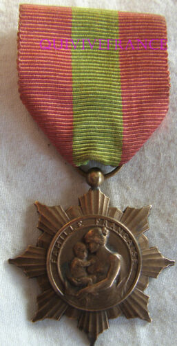 DEC4909 - Medal Of La Famille French - Department Health PublicOther Eras, Wars - 135