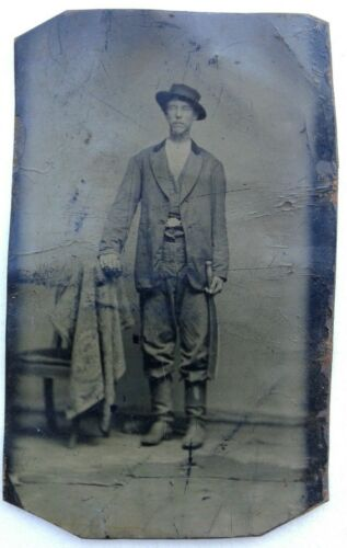 1860S TINTYPE.MAN FIGHTING KNIFE,CONFEDERATE?,OUTLAW? WILD WEST FARMER CIVIL WARTintypes - 13712