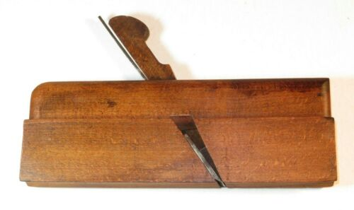 NICE 18TH CENTURY WOODEN PLANE WITH MAKER'S NAME
