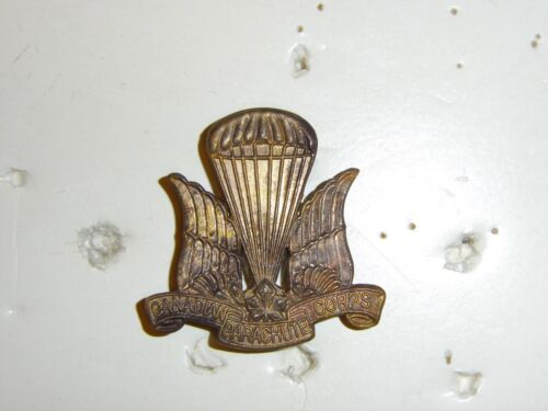 0327v WW 2 Canada Canadian Parachute Corp beret badge 1st style variation IR17ACanada - 156429