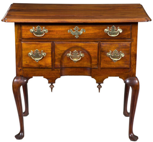 SWC-Highly Figured Walnut Queen Anne Dressing table/Lowboy, MA or RI, c.1760