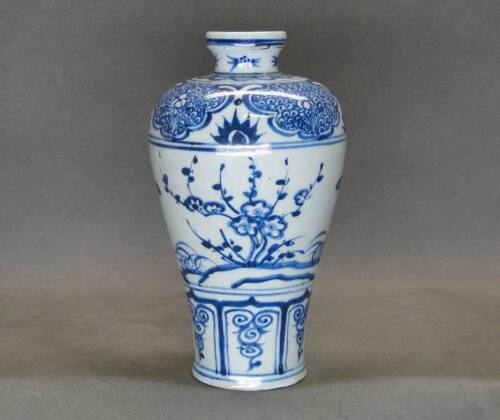 Chinese Ming Dynasty Blue and White Meiping Vase