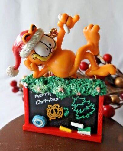 GARFIELD /& Pooky on Sled Ornament 2005 Russell Stover Christmas Box PAWS