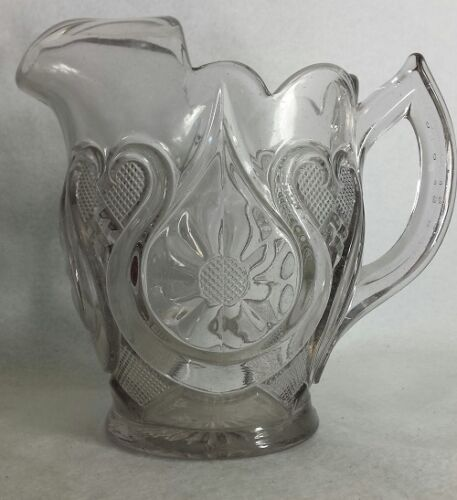 """NEW MARTINSVILLE crystal Horseshoe Daisy circa 1920 7"""" to spout LARGE"""