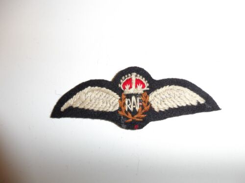ROYAL AIR FORCE WW2 TYPE PILOTS WINGS IN WHITE 1 X PADDED//1 X UNPADDED