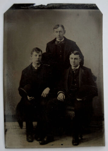 MEN OF MAINE – YOUNG, GOOD-LOOKING,  –  ANTIQUE TINTYPE PHOTO