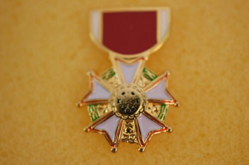 US USA Legion Of Merit Medal Military Hat Lapel PinOther Militaria - 135