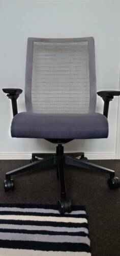 Steelcase think chair THK-13101 in Good Condition