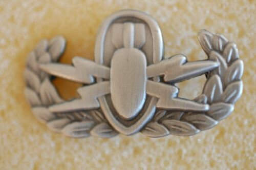 US USA Army EOD Basic Military Hat Lapel Pin