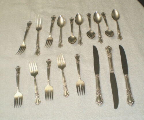 "18 PCS. ONEIDA SECTIONAL WM. A. ROGERS ""VALLEY ROSE"" SILVERPLATE FLATWARE"
