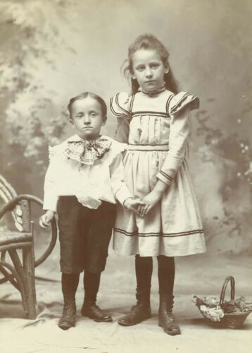 B7424~ Intimate Brother Sister Holding Hands Cabinet Card Heisel Philadelphia PA