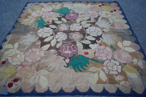 A BEAUIFUL ANTIQUE AMERICAN HOOKED RUG 7x7ft circa 1900