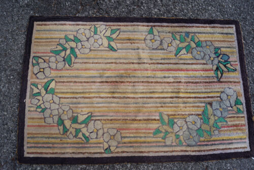 A BEAUIFUL ANTIQUE AMERICAN HOOKED RUG 2x4ft circa 1910