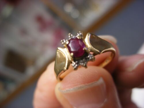 Vintage Jewelry - Red Stone10K Ring Size 7 - 1.94g #13