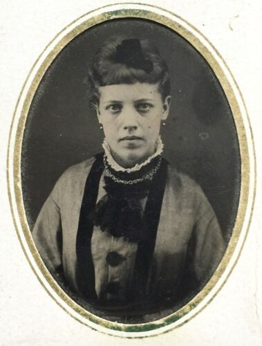 """ORIGINAL ANTIQUE TINTYPE PHOTOGRAPH OF """"MOTHER"""" ATTRACTIVE YOUNG LADY 1890's"""