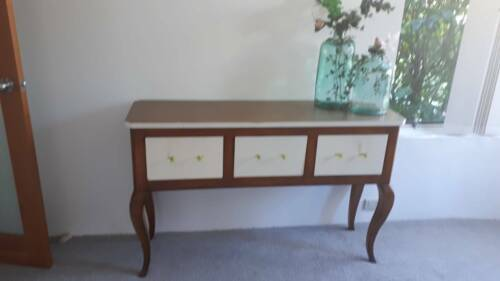 """Side board/entry table: """"Queen Anne"""" Style"""
