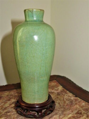ANTIQUE CHINESE MING DYNASTY LONGQUAN CELADON PORCELAIN VASE W/ WOODEN STAND