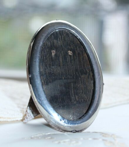 SMALL EDWARDIAN STERLING OVAL PHOTO FRAME WITH OAK BACK & EASEL STAND 1913