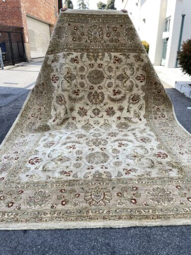 Auth:   90's Elegant Rug     Hand Made Wool Beauty     CREAM  9X12   NO RESERVE