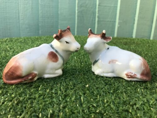 SUPERB PAIR: MID 19thC STAFFORDSHIRE PORCELLANEOUS RECUMBENT HORNED COWS c1860s