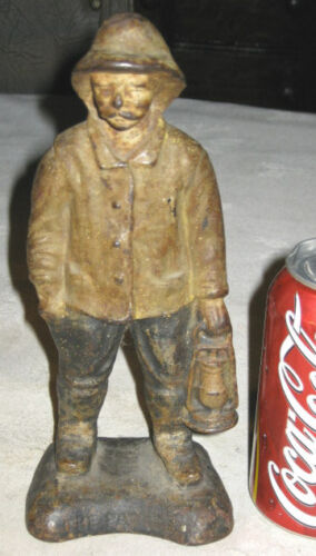 ANTIQUE CAST IRON SEA MAN CARRYING OIL LAMP LANTERN ON PATROL STATUE DOORSTOP