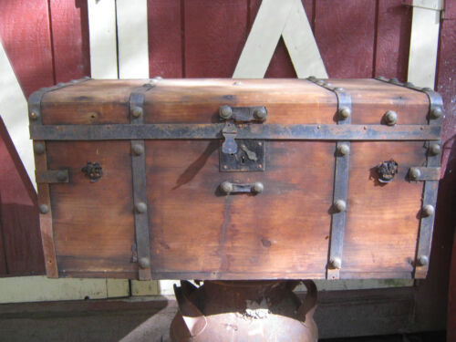 ANTIQUE AMERICAN COUNTRY PRIMITIVE WOOD CAST IRON STORAGE TRUNK CHEST TABLE ART