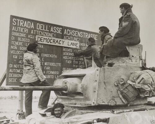 New 8x10 Photo - Allied troops changing German road signs - Cyrenaica Libya 1942United States - 156437
