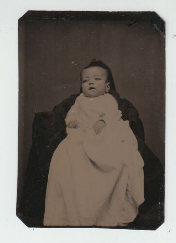 [72695] 1860-90's TINTYPE PHOTOGRAPH of VERY YOUNG BABY