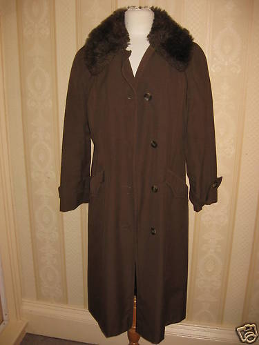 Ladies coat QUELRAYN raincoat fur collar size 10                            2049