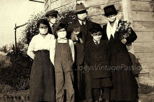 """1918 FLU PANDEMIC Family, Cats Whiskers are Masked Too, Ohio 4""""x6"""" Reprint Photo"""